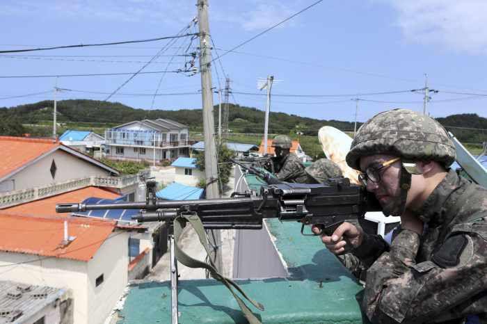 South Korea conscript who killed five comrades continues standoff with troops | The Thaiger