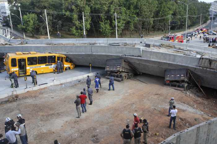 Overpass collapses in World Cup city, crushes vehicles   Thaiger