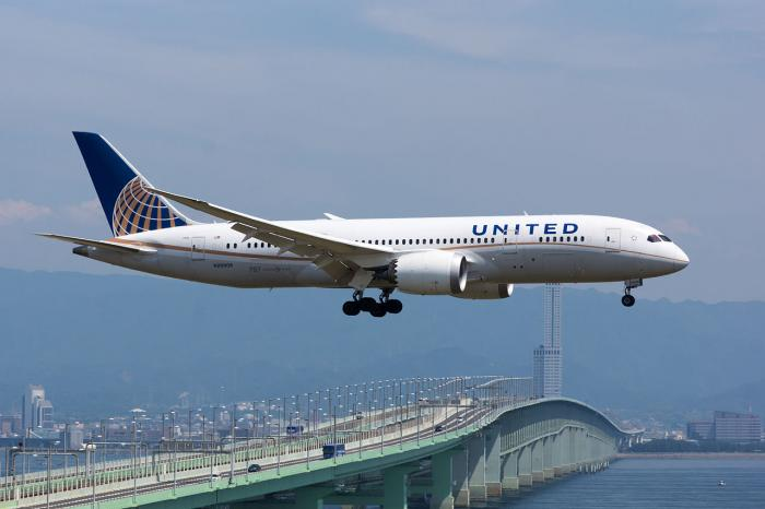 Social media uproar after United Airlines enforces 'sexist' rule | The Thaiger