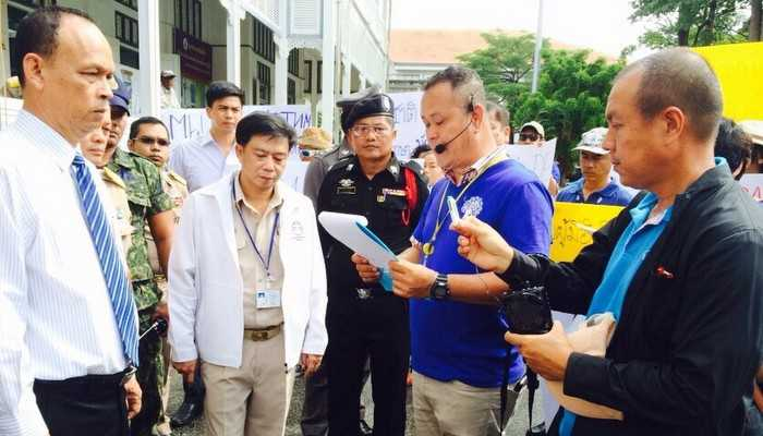Phuket tour guides demand action against illegal foreign guides | The Thaiger