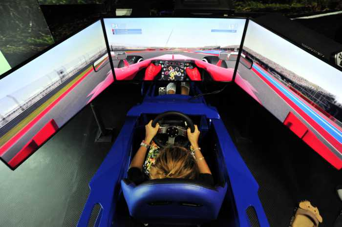 Phuket's first Formula One simulators race into Patong | The Thaiger