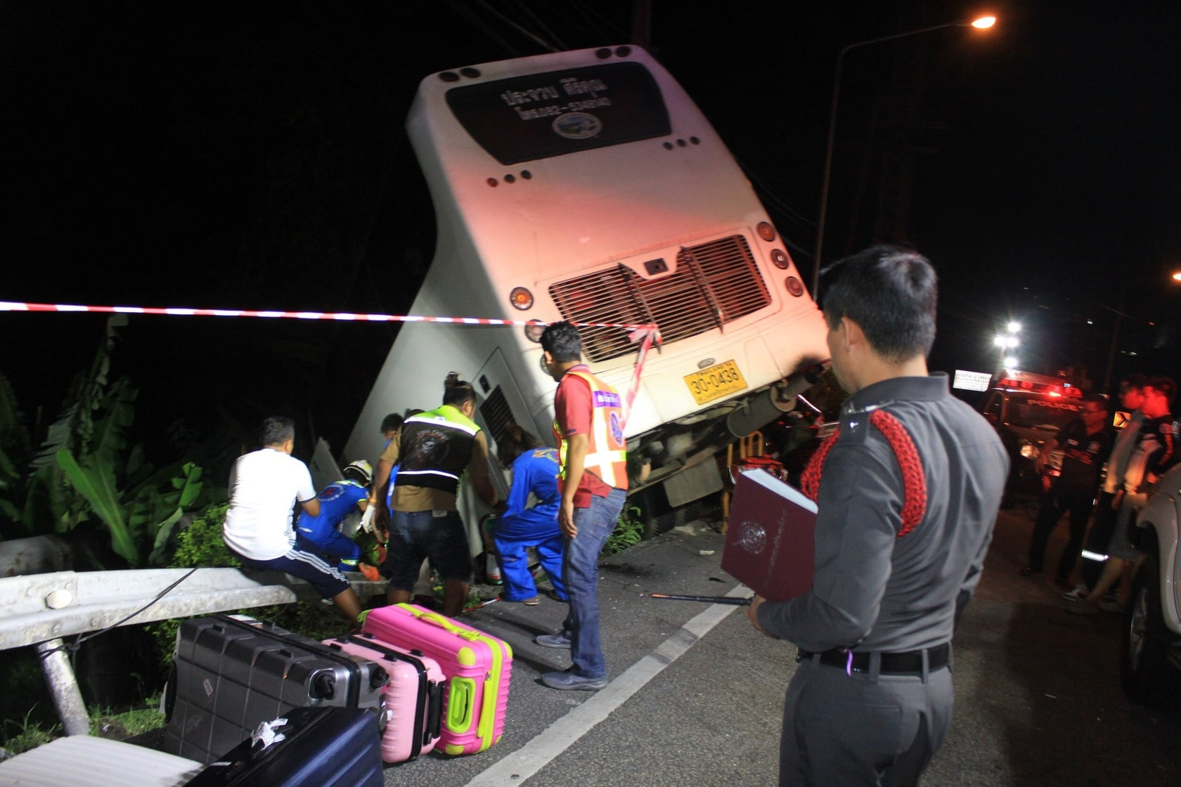 Two in serious condition following bus crash on Patong Hill | The Thaiger