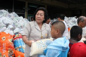 Donations for 1,500 unprivileged locals during Por Tor festival | News by Thaiger