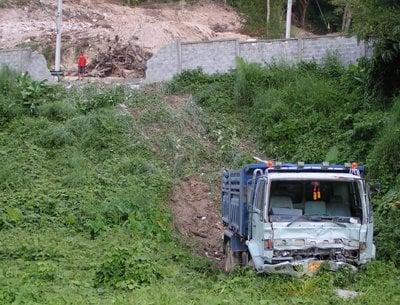 Truck gone wild, but nobody hurt | The Thaiger