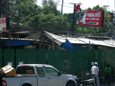 Fire engulfs stalls along Patong beachfront | The Thaiger