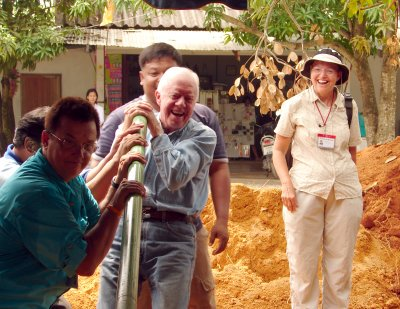 Jimmy Carter visits tsunami-struck village in Phuket | The Thaiger