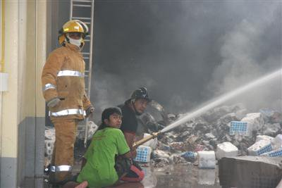 Toilet paper warehouse goes up in flames | The Thaiger