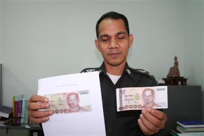 Pair nabbed for passing bogus bills | The Thaiger