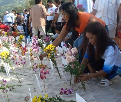 Patong remembers victims | The Thaiger