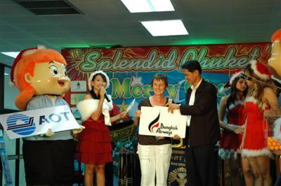 Aussie arrivals receive Christmas surprise   The Thaiger