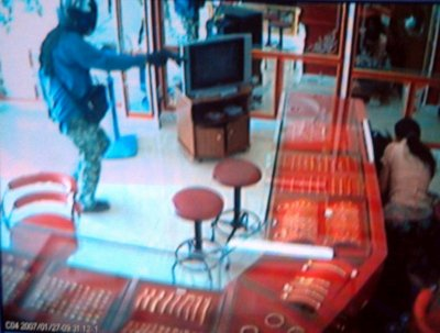 B300,000 reward offered for armed robber   The Thaiger