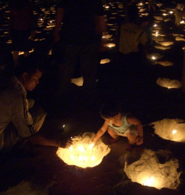 100,000 candles light up Patong Beach | The Thaiger