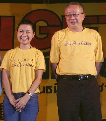 Sondhi addresses Phuket rally | The Thaiger