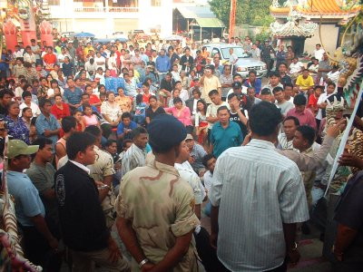 Mob blocks road in rent protest | Thaiger