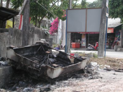 Police box torched | The Thaiger