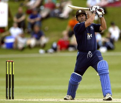 Hollioake and Mullally for Phuket Sixes   The Thaiger