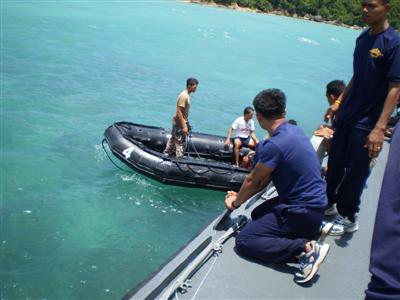 Frogmen plug leaking oil tank in Satun | The Thaiger