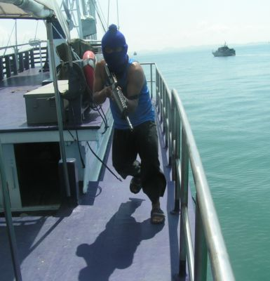 Thai Navy stages VIP rescue | The Thaiger