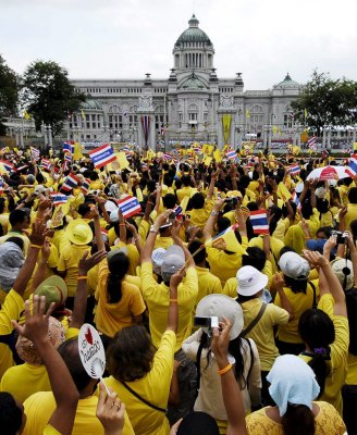 More yellow shirts on the way | The Thaiger