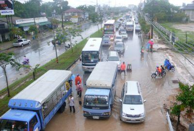 Heavy rains cause traffic delays | The Thaiger