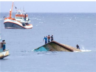 Trawler sinks off Koh Racha Yai | The Thaiger