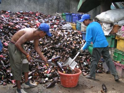Residents cash in on recycled bottles | The Thaiger