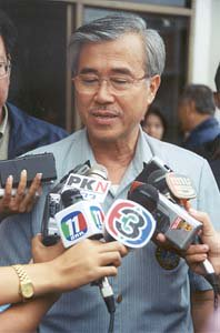 Democrat leader slams land probe | The Thaiger