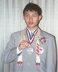 Silver medal student feted in Phuket | The Thaiger