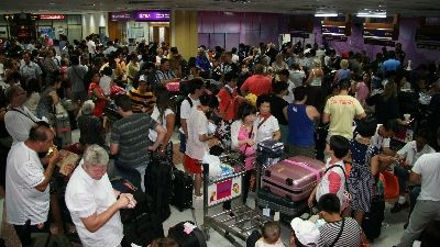Thousands head home as airport re-opens | The Thaiger
