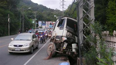 Truck crash on Patong Hill | The Thaiger