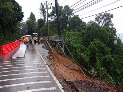 Khao Lak road collapses | The Thaiger