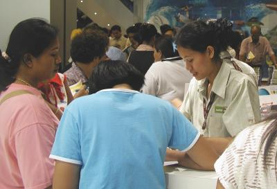 Shoppers mob Central Festival mall | Thaiger