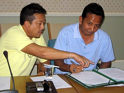 Taxis, tour agencies ink MoU to end blockades at Phuket Deep Sea Port | The Thaiger
