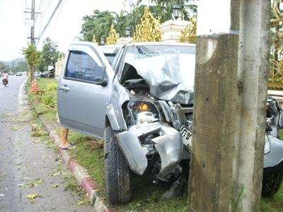 Driver plows Phuket trees, hits pole | The Thaiger