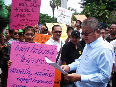 Phuket pirates plea for sympathy, assert right to sell illegal goods | The Thaiger