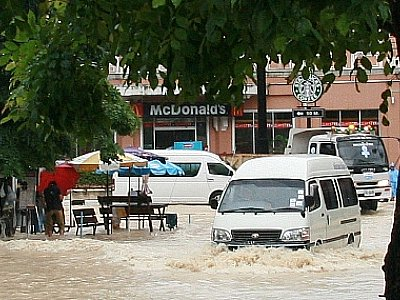 After the floods, Phuket mops up | The Thaiger