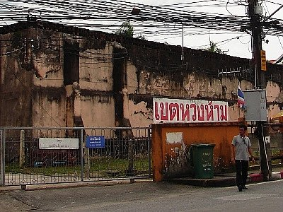 Phuket Prison to crack down on phone and drug deliveries | The Thaiger