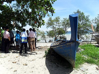 Phuket fishermen win right to use local beach | The Thaiger