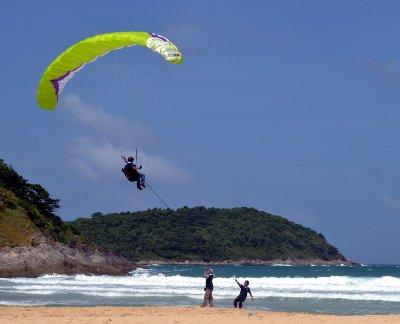 German safe after Phuket paraglide plunge | The Thaiger
