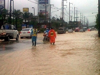 Phuket floods: roads closed, landslide hits Patong | The Thaiger