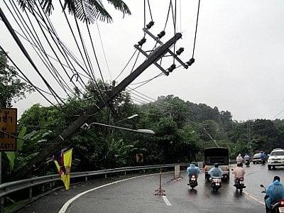 Phuket officials assess Patong Hill landslide damage | The Thaiger
