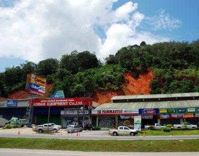 Landslide threat prompts Phuket evacuation | The Thaiger