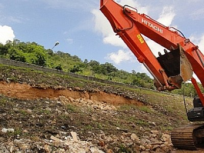 Phuket landslide update: Ongoing concern over road stability | The Thaiger