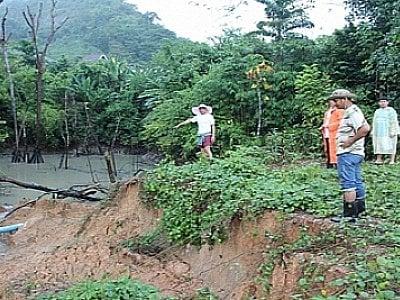 Illegal dam bursts, mudslide hits Phuket housing estate | Thaiger