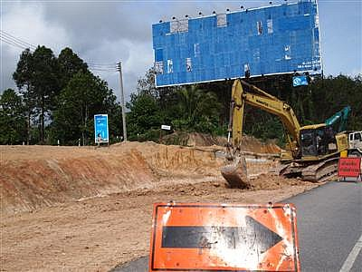 Caution urged along Phuket airport road | The Thaiger