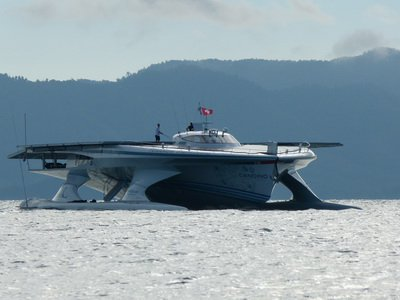 Solar boat's Phuket arrival captures the fancy of local lensman | The Thaiger