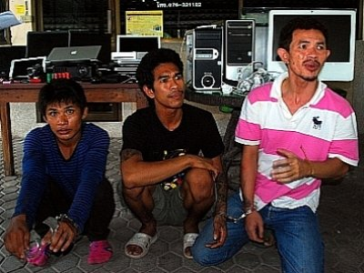 Phuket residents reclaim robbers' loot   The Thaiger