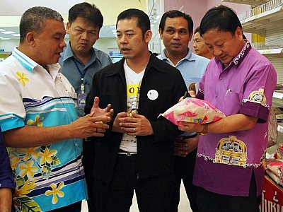 Phuket Governor goes shopping for flood price hikes | The Thaiger