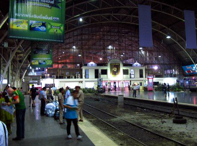 Floods force south-bound trains out of Bangkok | The Thaiger