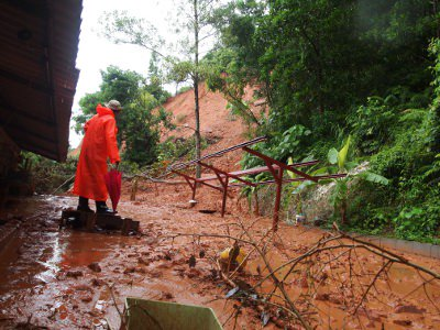 Phuket officials aim to lift landslide 'disaster warning' | The Thaiger